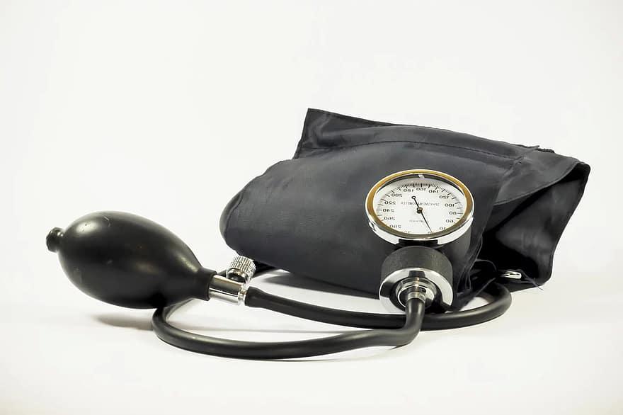 magas vérnyomás-támadás elsősegély repülés és magas vérnyomás