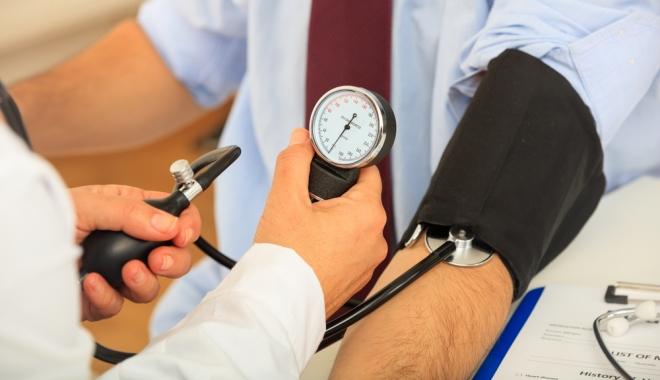 a kezek megremegnek a magas vérnyomásban magas vérnyomás és osteochondrosis
