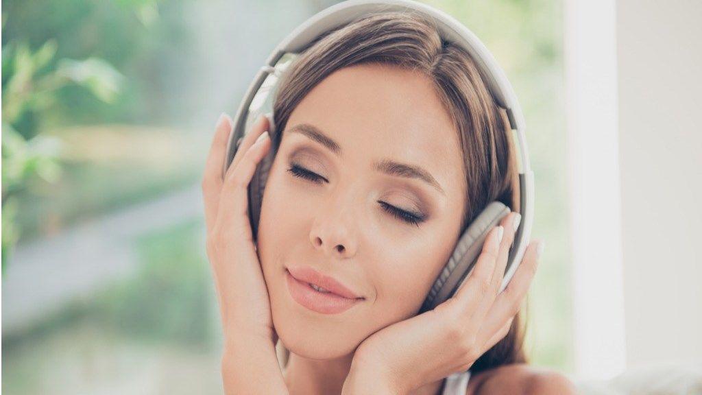 magas vérnyomásból származó zenét hallgatni